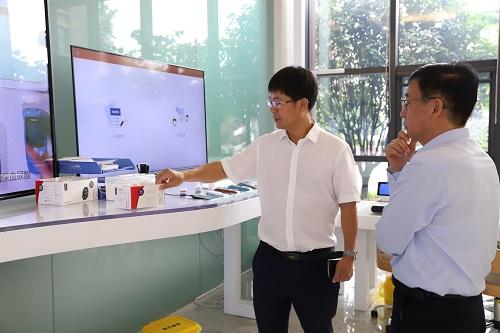 POCT专业委员会主委康熙雄教授参观考察三諾生物